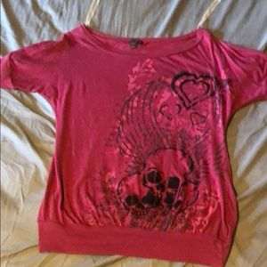 Tops - Berry colored short sleeve shirt with skulls